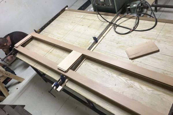 shaker door assembly